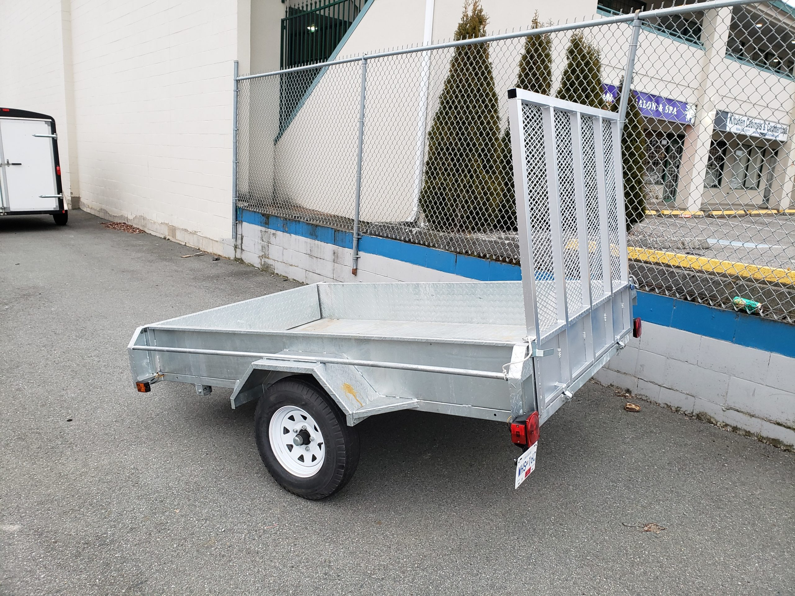//www.sunnysidestorage.ca/wp-content/uploads/2020/02/Ramp-Trailer-three-quarter-rear-scaled.jpg